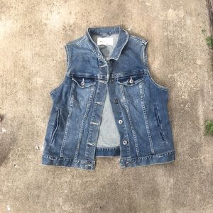 Two by Vince Camuto blue denim button up Vest